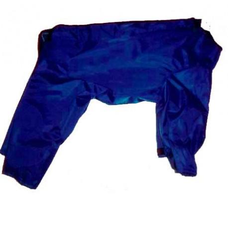 Impermeable forrado con patas